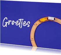 Zomaarkaart met de tekst 'groetjes' en een trein op blauwe