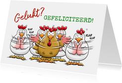 Leuke geslaagd kaart klappende kippen