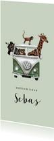 Groen jungle geboortekaartje met een bus vol diertjes