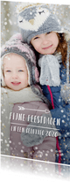Kerstkaart met grote achtergrond foto en confetti goud wit