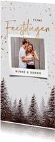 Kerstkaart winter kerstbomen sneeuw confetti foto