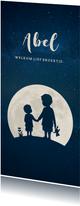 Langwerpig geboortekaartje silhouet broertjes in volle maan