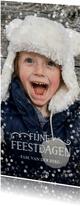 Langwerpige kerstkaart met grote foto en goudlook confetti