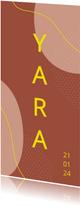 Modern abstract geboortekaartje met fel gele letters