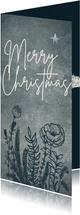 Originele kerstkaart met wilde bloemen en sparrentakken