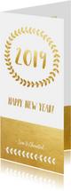Stijlvolle langwerpige nieuwjaarskaart met krans en goudlook