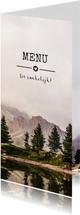 Stoere en originele langwerpige menukaart met berg landschap