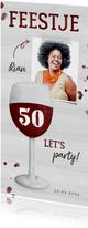 Uitnodiging verjaardag wijnglas met foto en leeftijd