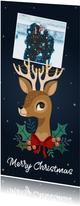 Vrolijke kerstkaart met rendier, foto en kerstversiering