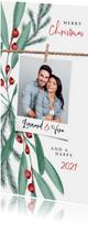 Weihnachtskarte mit Foto und Zweigen im Hintergrund