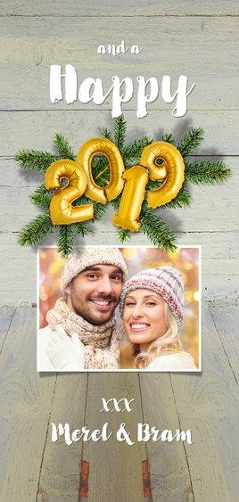 Kerstkaart hout kerstgroen en ballon goud xmas 2019 Achterkant