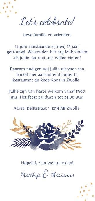 Jubileum uitnodiging met waterverf en goudlook bloemen Achterkant