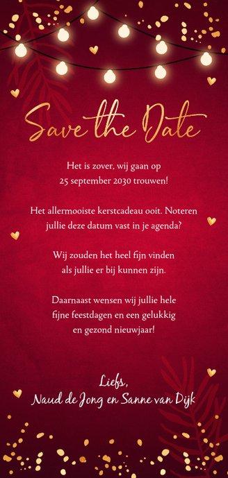 Kerstkaart Save the Date rood confetti goudlook Achterkant