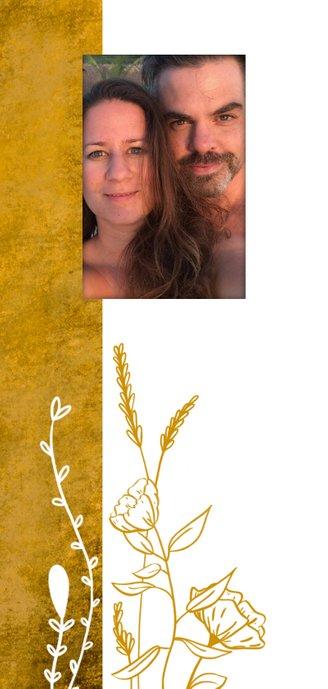 Romantische stoere oker-gele trouwkaart met wilde bloemen 2