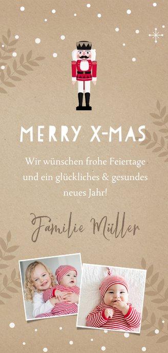 Weihnachtskarte mit großem Nussknacker und Zweigen Rückseite