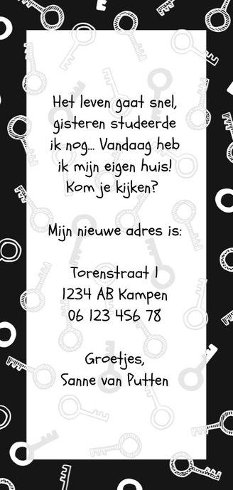 Zwart-witte verhuiskaart met geïllustreerde sleutels Achterkant