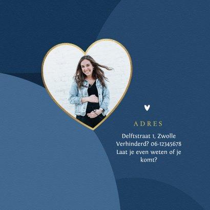 Babyshower uitnodigingskaart blauw jongen goud hartje 2