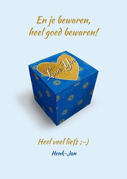 Blauw doosje met zonnetjes en tekst: Love You 3