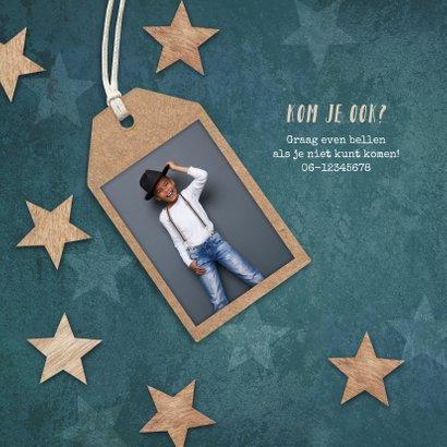 Communie uitnodiging jongen stoer houten sterren label 2