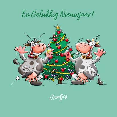 Een grappige kerstkaart met koe en kerstboom 3