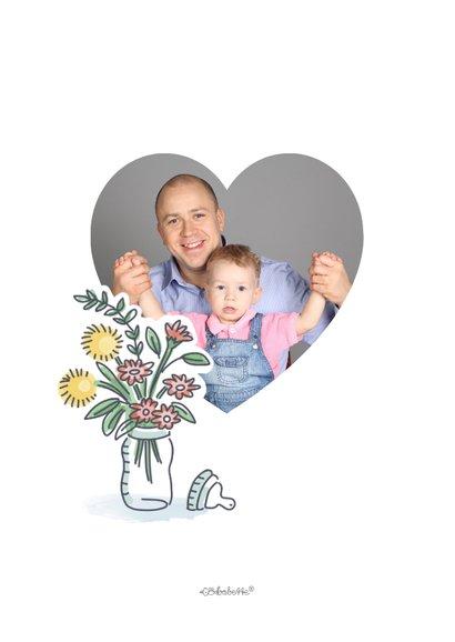Eerste vaderdagkaart met jongen in kist met kado's voor papa 2