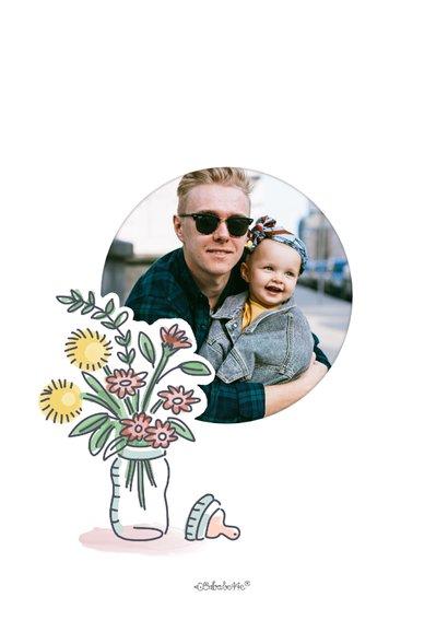 Eerste vaderdagkaart met meisje in kist met kado's voor papa 2