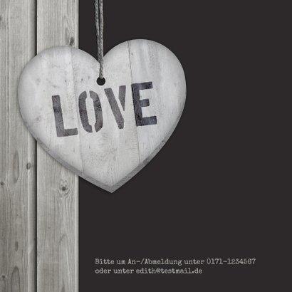 Einladungskarte zum Hochzeitstag Herzen auf Holz  2