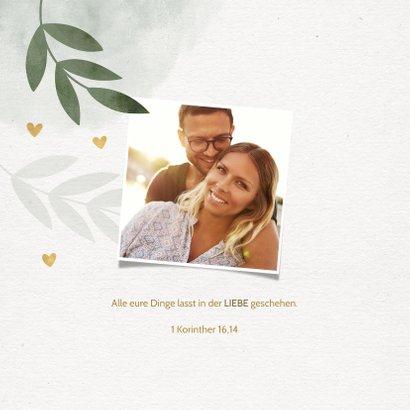 Einladungskarte zur Hochzeit mit Foto, Zweigen und Herzen 2