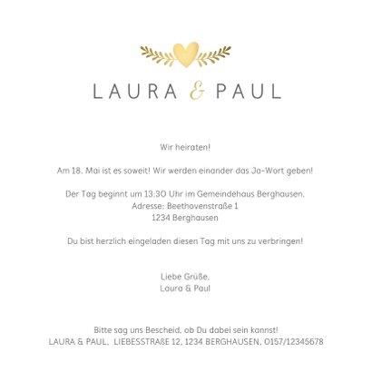 Einladungskarte zur Hochzeit mit goldenen Tauben und Herz 3