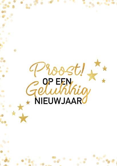 Feestelijke nieuwjaarskaart met gouden sterren en typografie 2