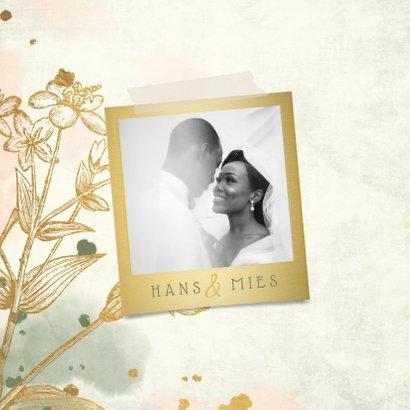 Felicitatie met bloemen goud met waterverf foto en spetters 2