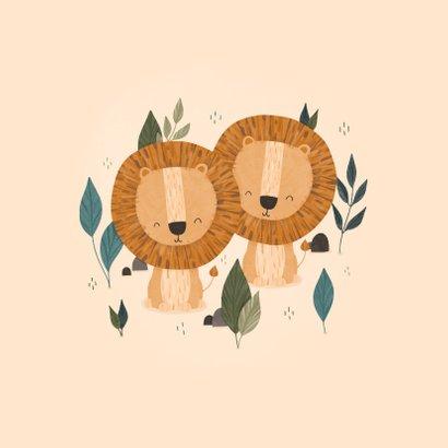 Felicitatie tweeling leeuwtjes met jungle bladeren 2