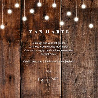 felicitatiekaart hout met hangende lampjes en foto's 3