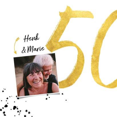 Felicitatiekaart met gouden 50, spetters en foto 2