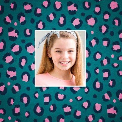 Felicitatiekaart verjaardag hip meisje panterprint foto 2