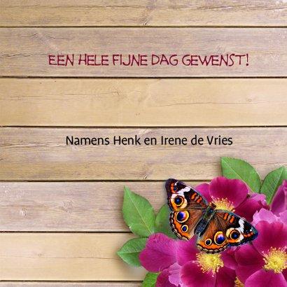 Felicitatiekaart wilde roos en vlinders op houtprint 3