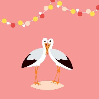 Felicitatiekaartje met lieve ooievaars in roze 2