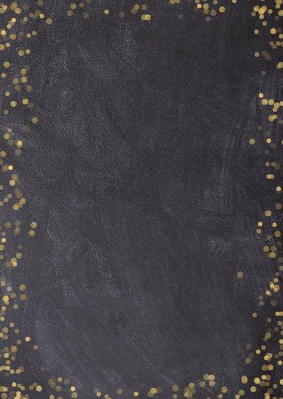 Fotocollage kerstkaart krijtbord met goudlook polaroids Achterkant
