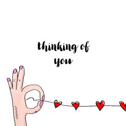 Fotokaart we denken aan je met handen in hartjesvorm 2