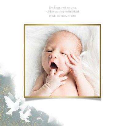 Geboortekaart voor jongen met duifjes, waterverf en spetters 2