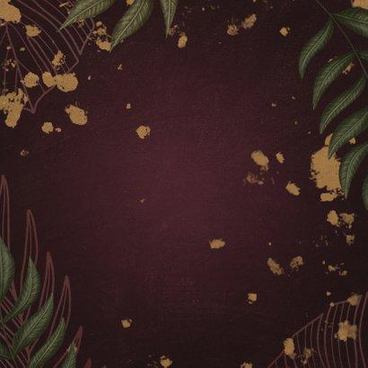 Geboortekaartje bordeaux met jungle bladeren Achterkant
