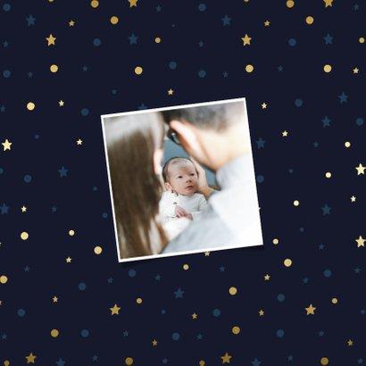 Geboortekaartje donker met gouden sterren en stipjes 2