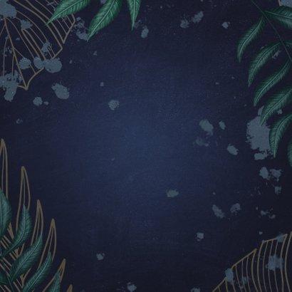 Geboortekaartje donkerblauw met jungle bladeren  Achterkant