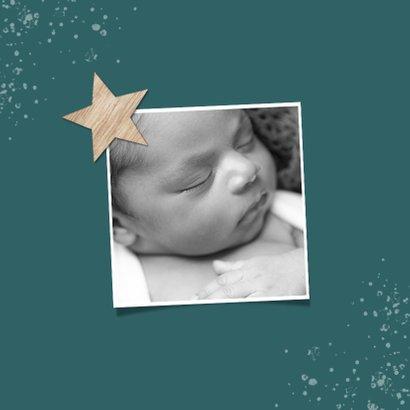 Geboortekaartje jongen eenvoudig ster hout spetters foto 2