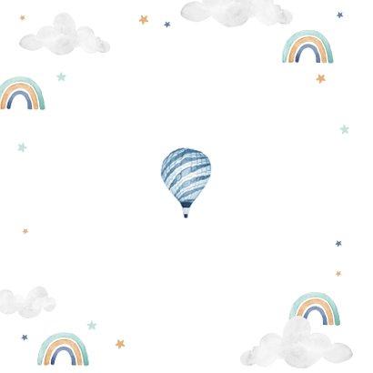 Geboortekaartje jongen foto wolkjes luchtballon regenboog Achterkant