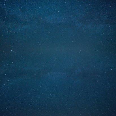 Geboortekaartje jongen Maan met silhouet van 3 kinderen  Achterkant