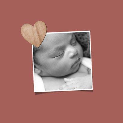 Geboortekaartje meisje houten hartje foto terra roze 2