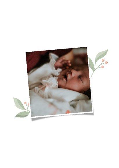 Geboortekaartje met initiaal en takjes 2