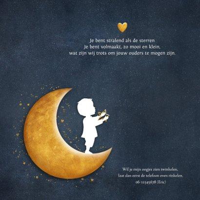 Geboortekaartje met silhouet van een jongen op gouden maan 2