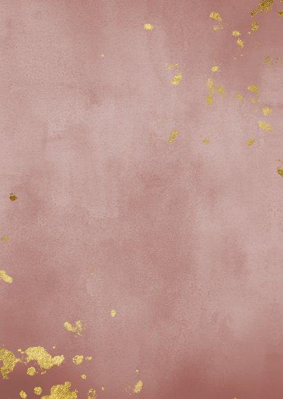 Geboortekaartje oud roze waterverf met gouden spetters Achterkant
